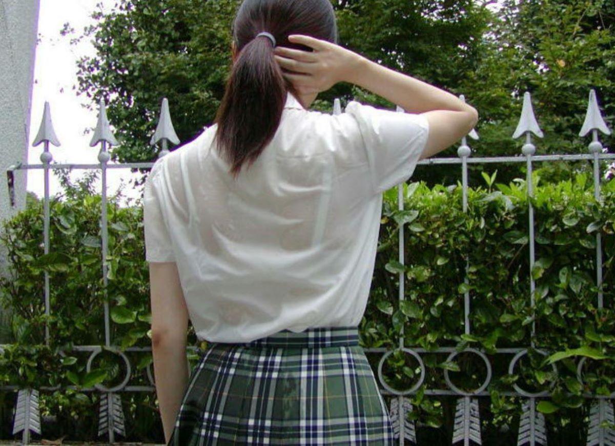 素人JKの制服から透けブラ画像128