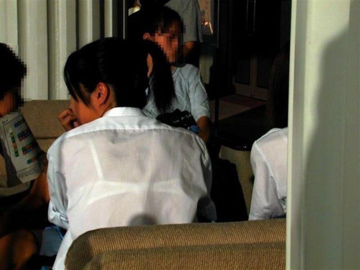 素人JKの制服から透けブラ画像181